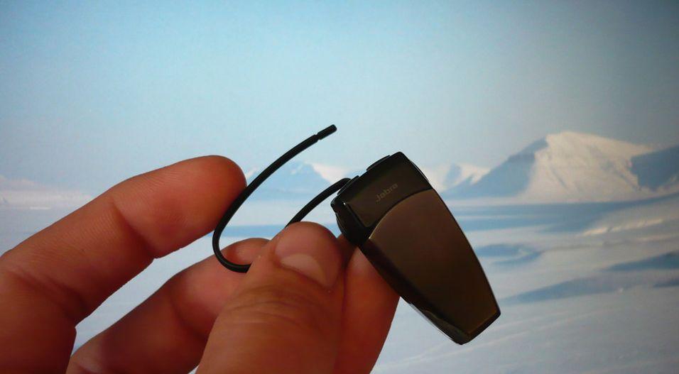 JX20 er et lite og nett hodesett med en elastisk ørebøyle.