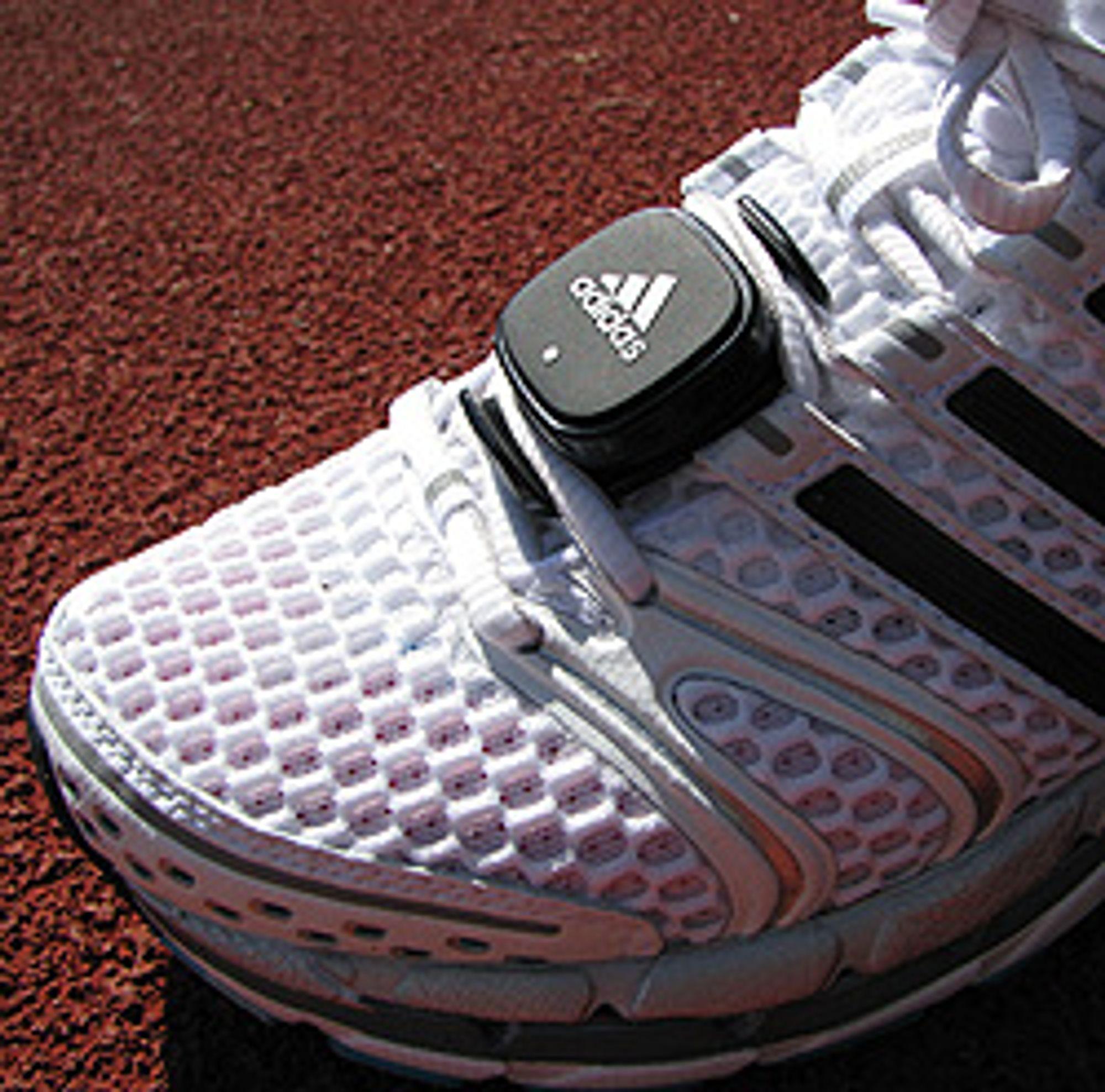 Denne lille paden fester du på skoen.