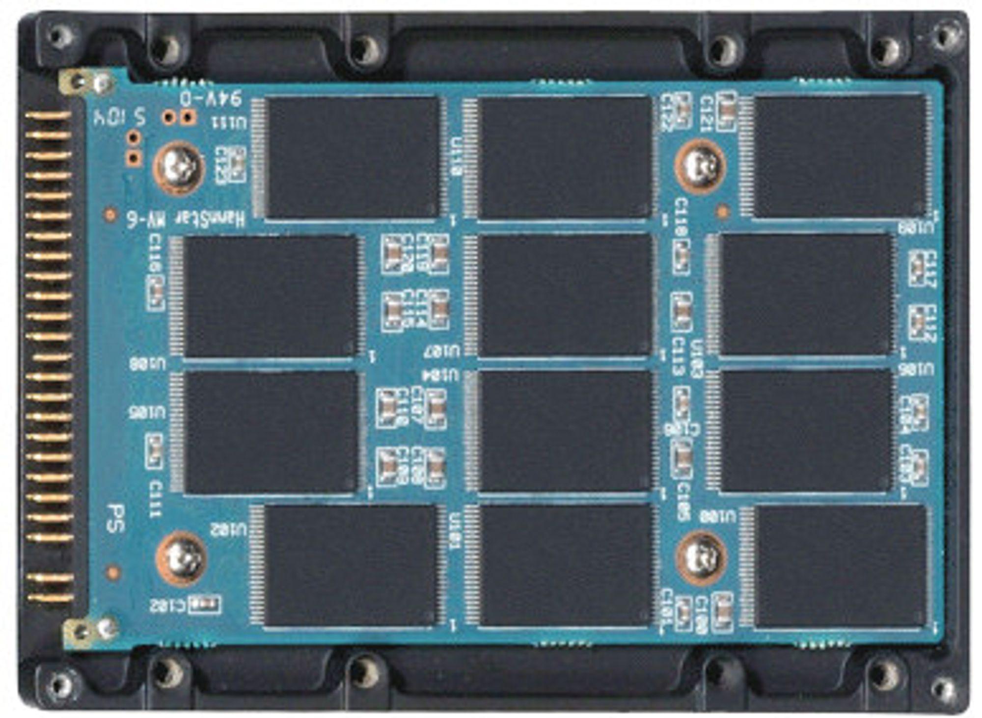 En SSD-enhet på innsiden: Masse minnebrikker