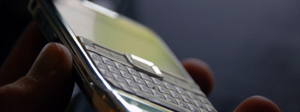 Nokia E71 er ikke særlig stor.