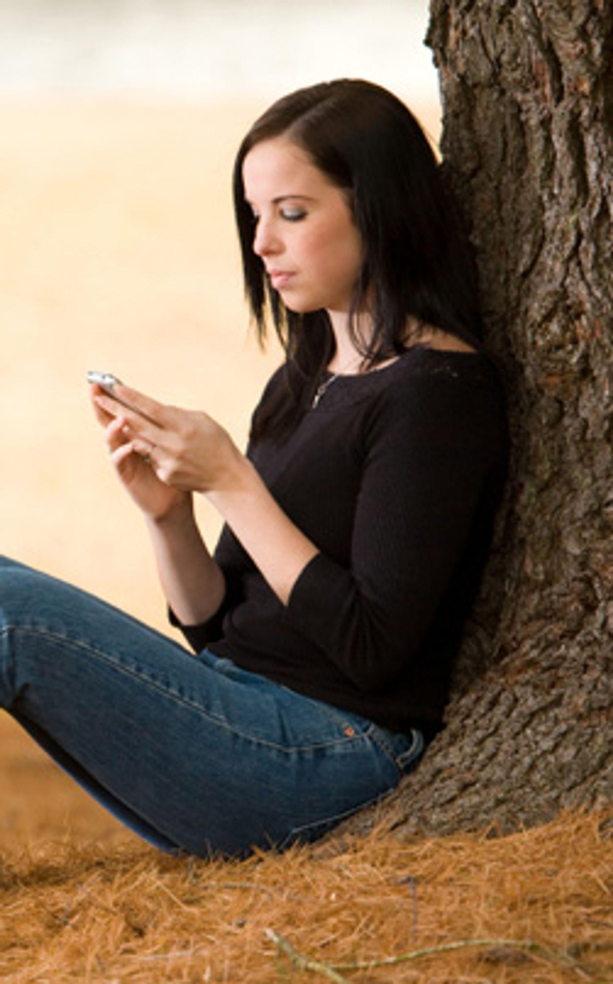 Nå kan Djuice-kunder sende gratis SMS til venner med Djuice-abonnement. (Foto: Istockphoto / Paul Kline)