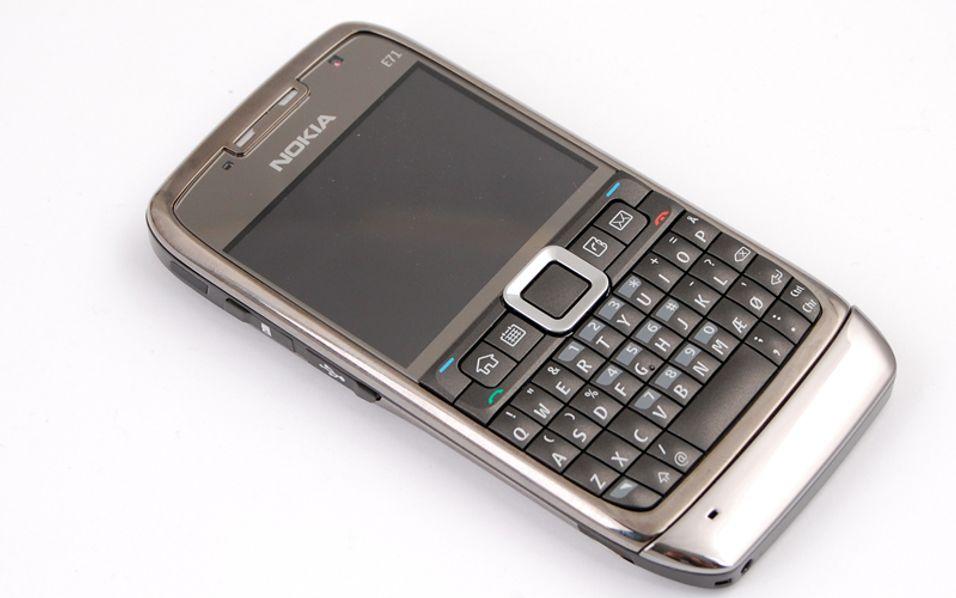 Nokia E71 - med fullt tastatur.