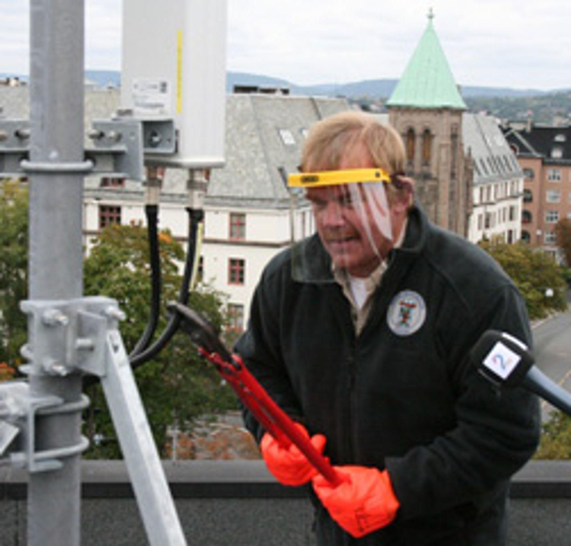 Her klipper Oddekalv kablene. Og han ville gjort det samme igjen.