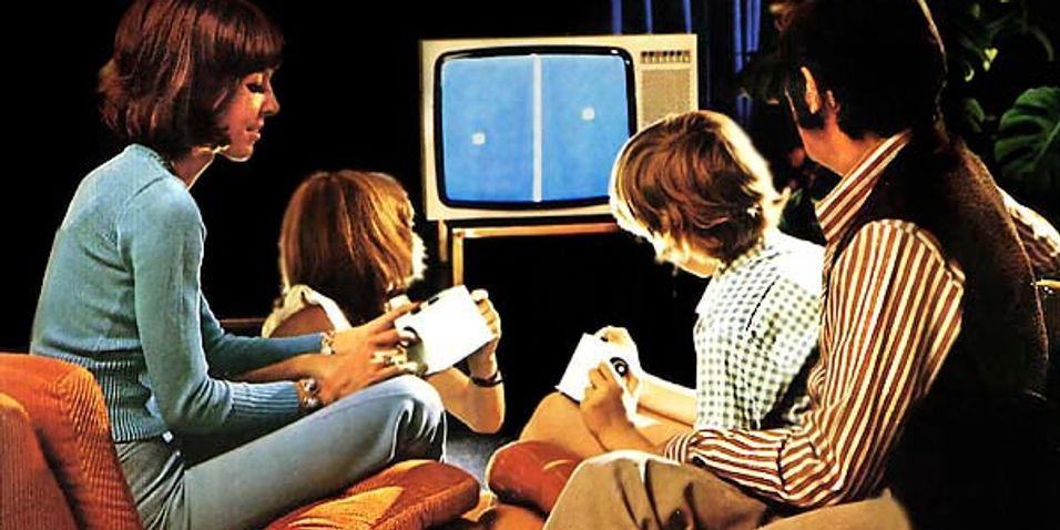 En kjernefamilie fra 70-tallet med sin Magavox Odyssey. (foto: Pong Picture Page)