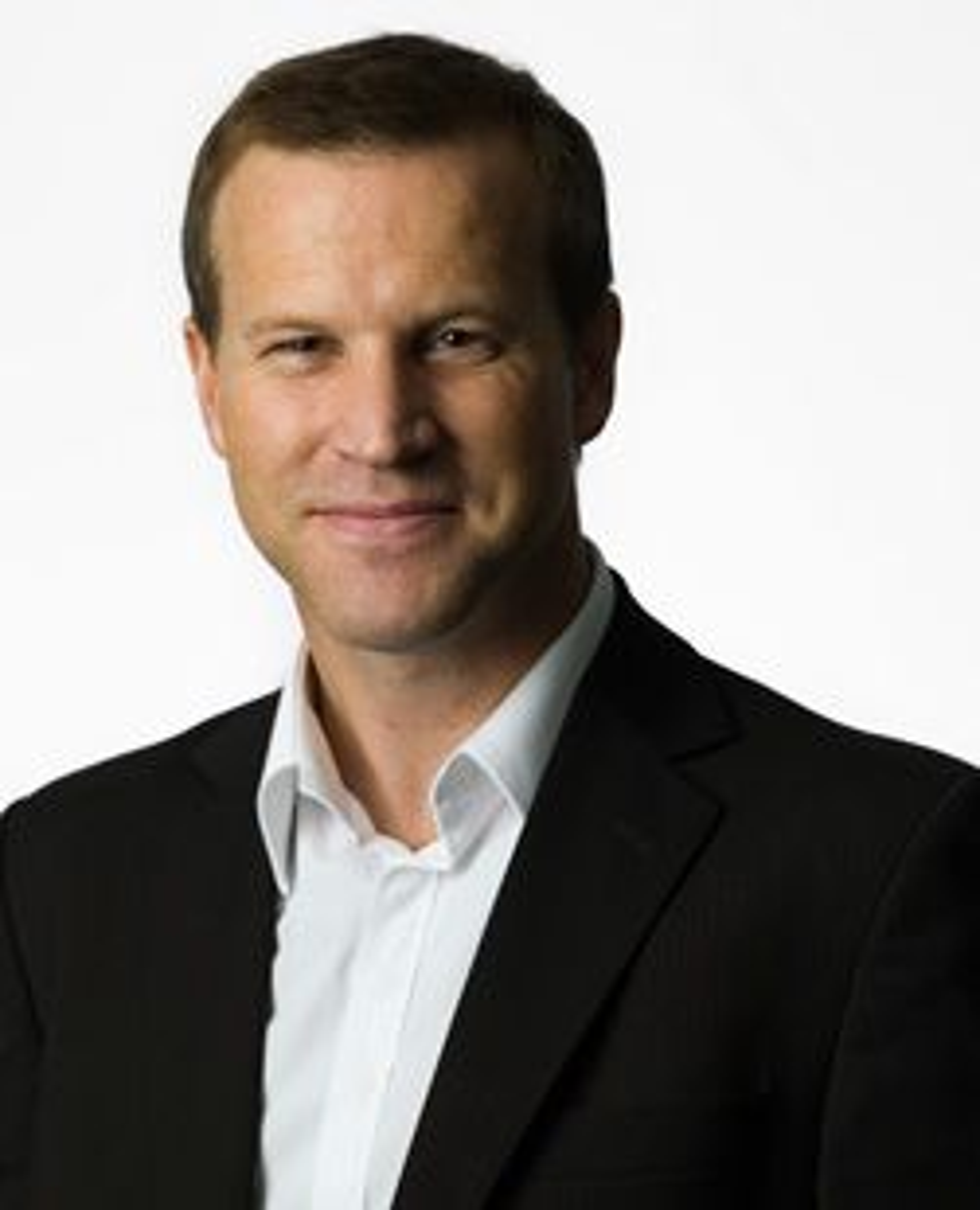 Anders Krokan, informasjonssjef i Telenor, mener kundene heller vil ha en spisspris å forholde seg til enn inkluderte ringeminutter.