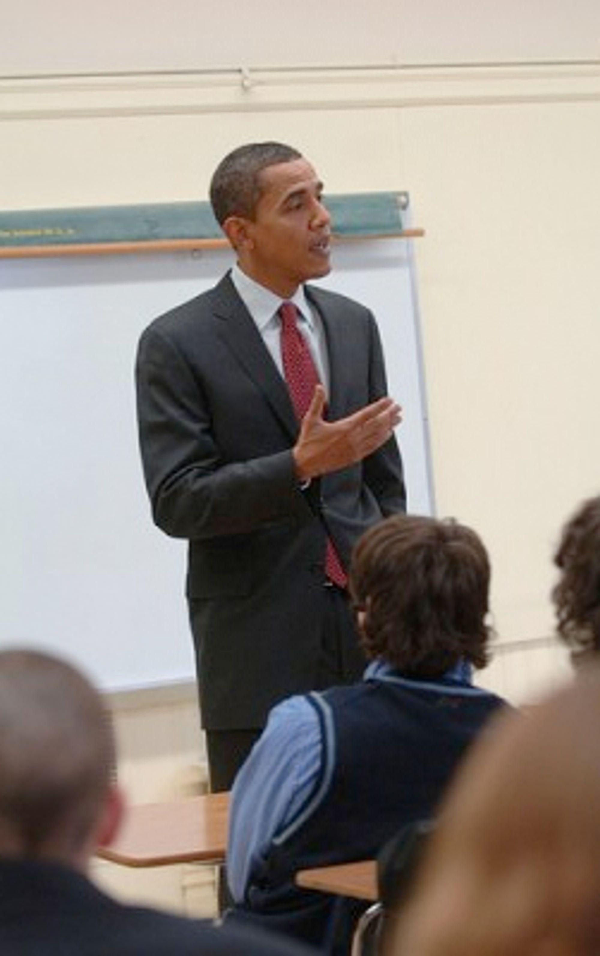 Barack Obama er populær blant unge - noe takket være SMS. (Foto: Obama.com)