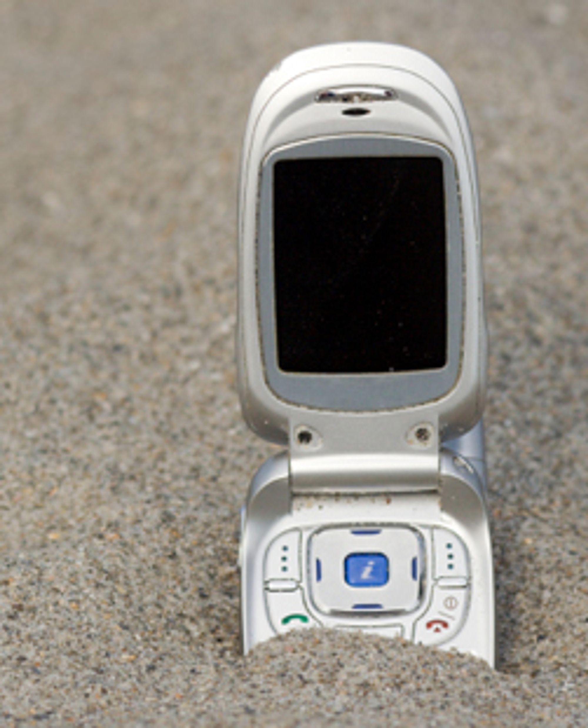 Ikke utsett mobilen for store mengder støv.