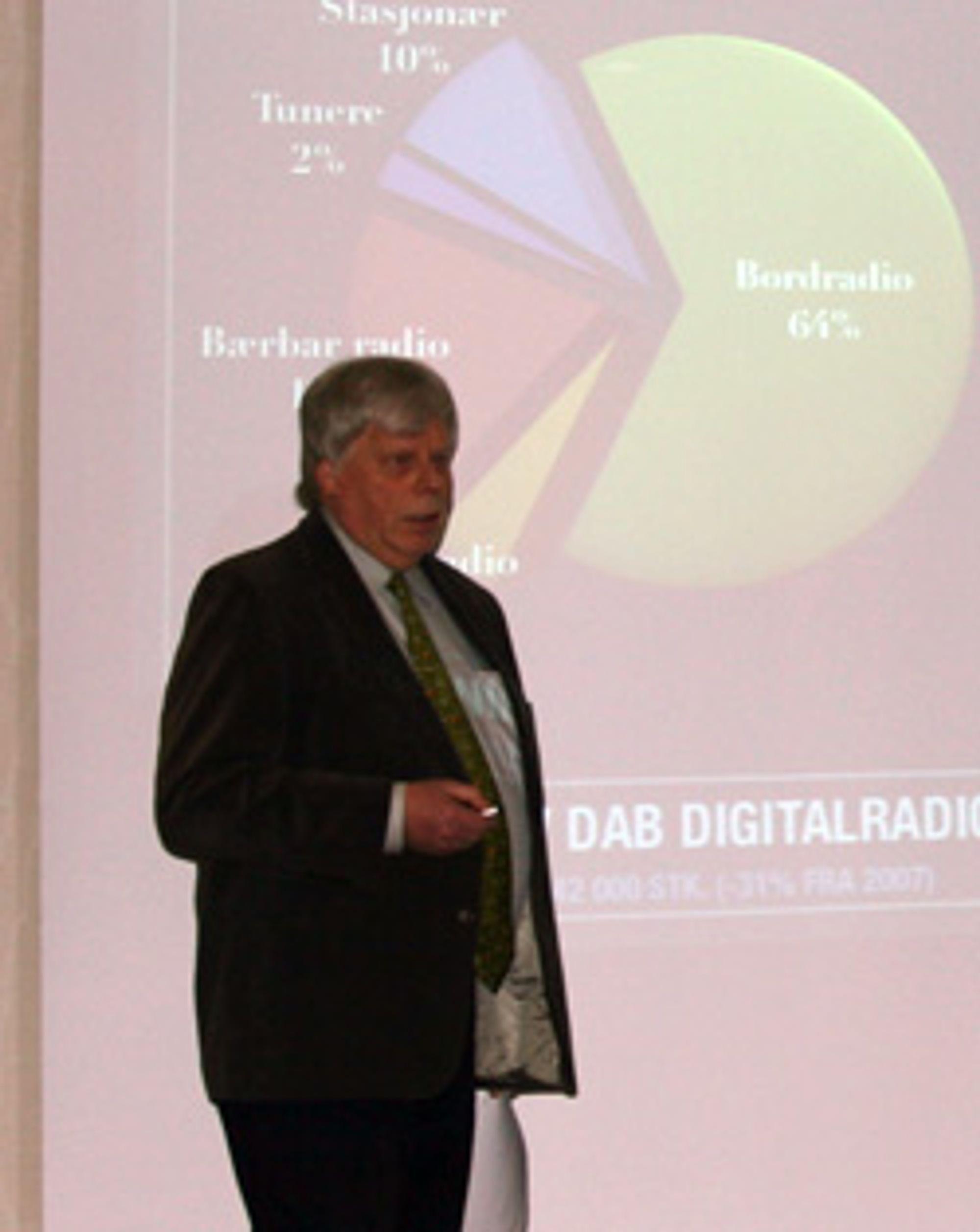 Erik Andersen i Elektronikkbransjen presenterer tallene for fjoråret. (Foto: Silje Gomnæs)
