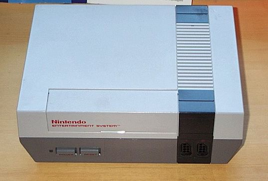 Nintendo Entertainment System (Wikipedia: Manuel Anastácio).