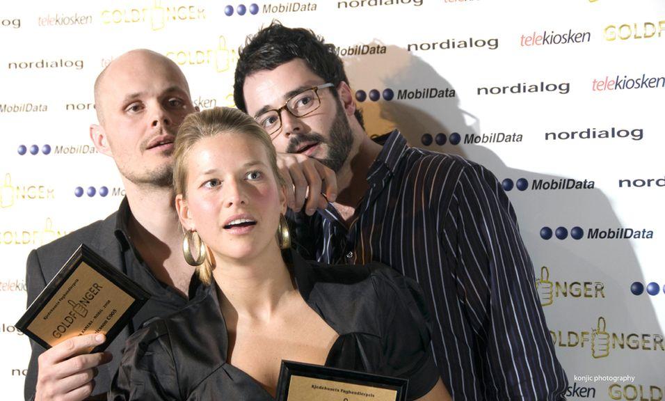 """Sony Ericsson vant to priser under """"Goldfinger""""-utdelingen. Fra venstre, Marius Framnes, Marte Fredrikke Gallis og Frank Otterbeck i Sony Ericsson."""