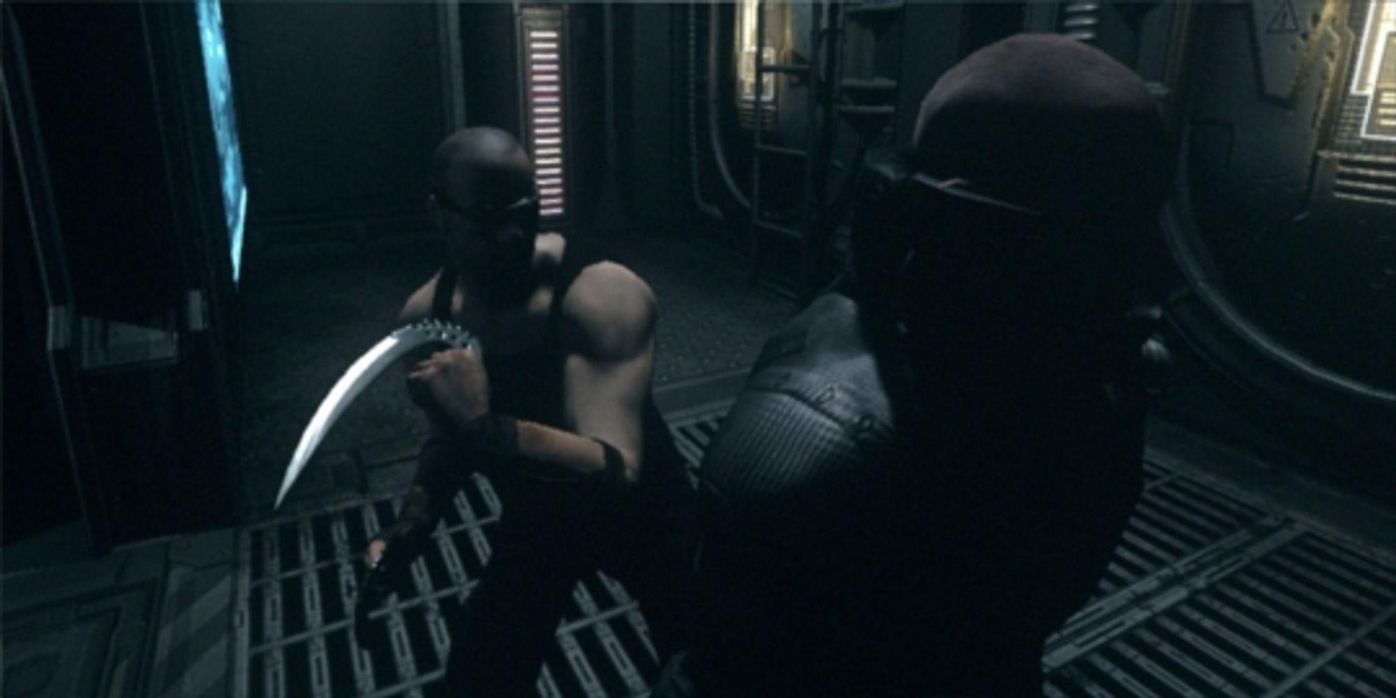 Før neste sekund har passert ligger han i bakken, få er like farlig som Riddick i mørket.