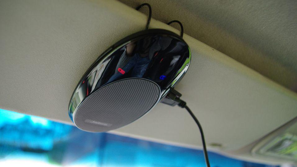 SP700 monteres veldig enkelt i solskjermen foran hodet ditt.
