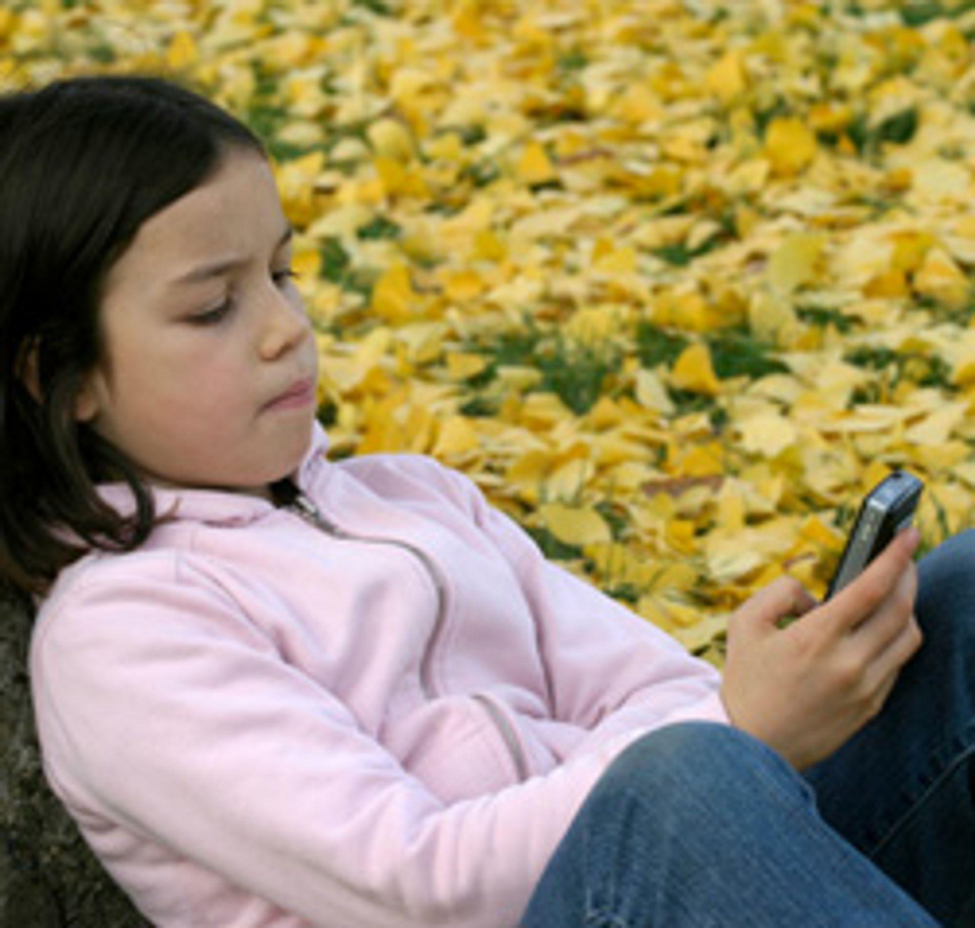 Barn lar seg ofte lokke av nye mobilspill. (Foto: Istockphoto)