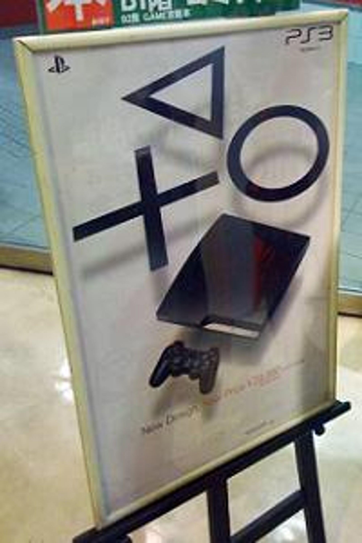 Reklamen for Playstation Slim gjør jobben sin.