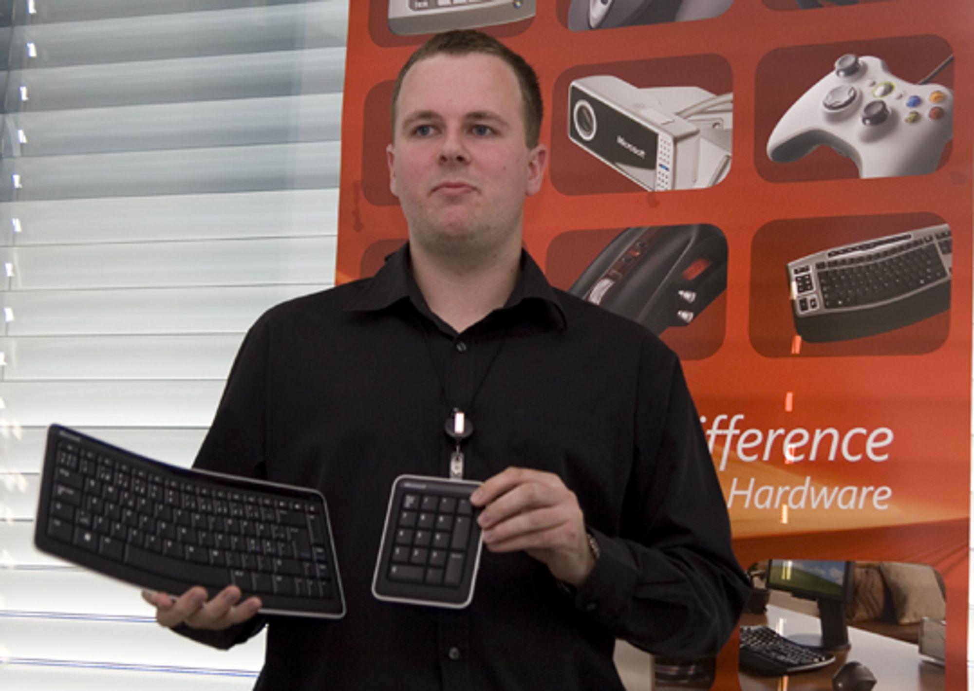 Tommy Holm, Product Manager SDA HW i Microsoft, viser frem varene