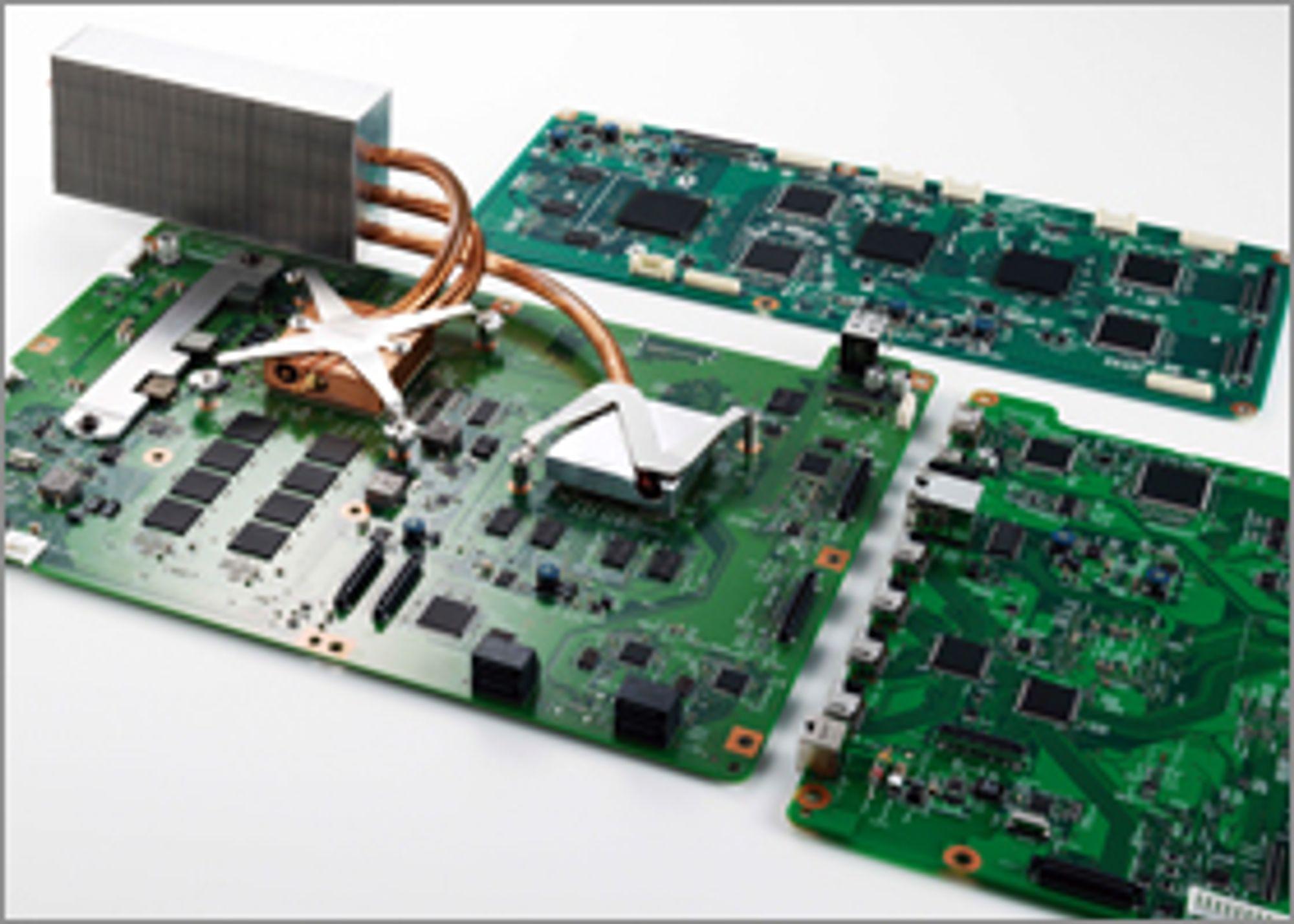 Kretskort i TV-en med bl.a. Cell-prosessoren til venstre