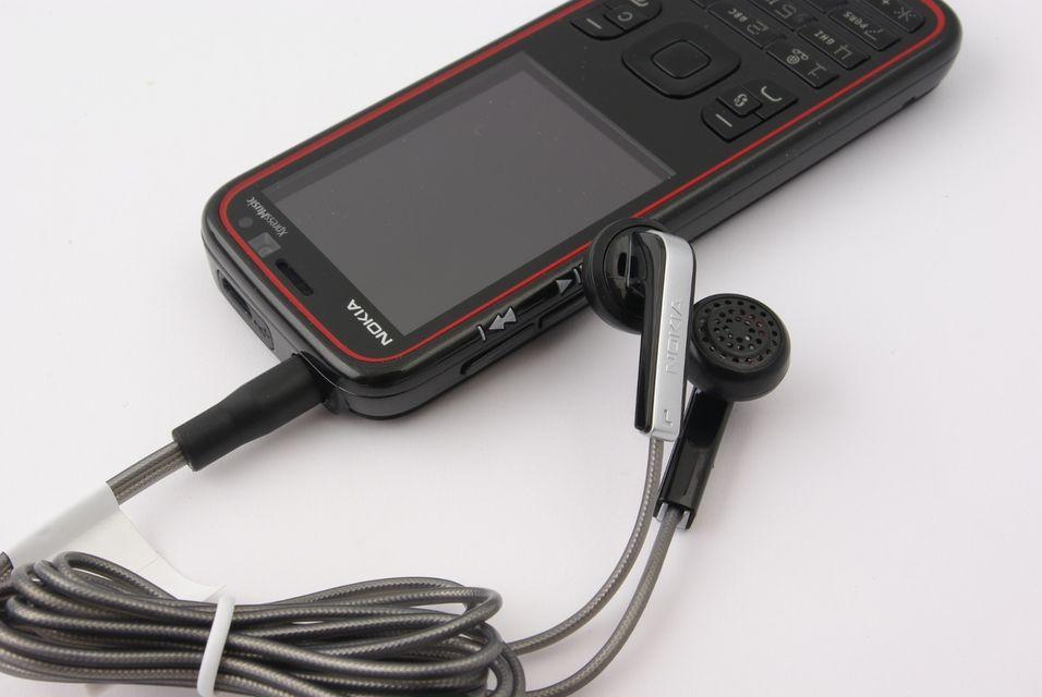 Nokia 5630 Xpressmusic er god på musikk, men bommer på enkelte andre områder.
