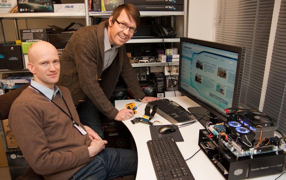 Hardware-gutta: Rolf B. Wegner (venstre) og Håvard Røste ser frem til ny Cebit-tur