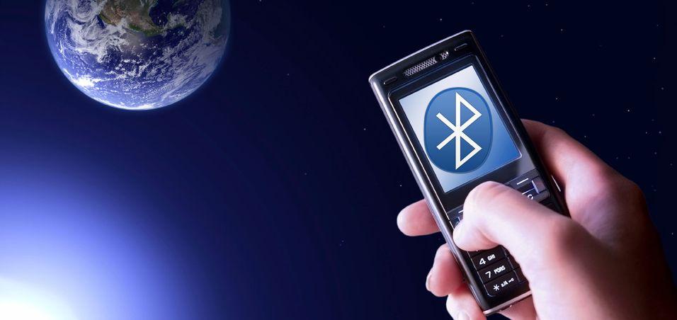 Det føles kanskje ikke som Bluetooth overfører med lysets hastighet, men nå kommer mobilene med lynkjapp Bluetooth.