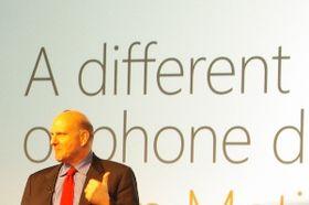 Avtroppende Microsoft-toppsjef Steve Ballmer under Windows Phone 7-lanseringen i Barcelona.
