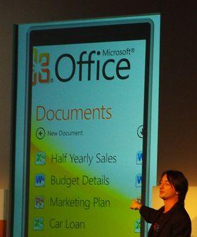 Joe Belfiore har ledet Windows Phone-utviklingen i flere år, men fra september i år ble det kjent at han også skulle jobbe med nettbrett og PC-er. Her fra Windows Phone 7-lanseringen i Barcelona for tre år siden.