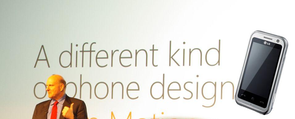 Steve Ballmer fra lanseringen av Windows Phone 7 - for anledningen sammen med en LG Arena. LG har foreløpig ikke vist frem sine kommende Windows Phone 7-baserte telefoner.