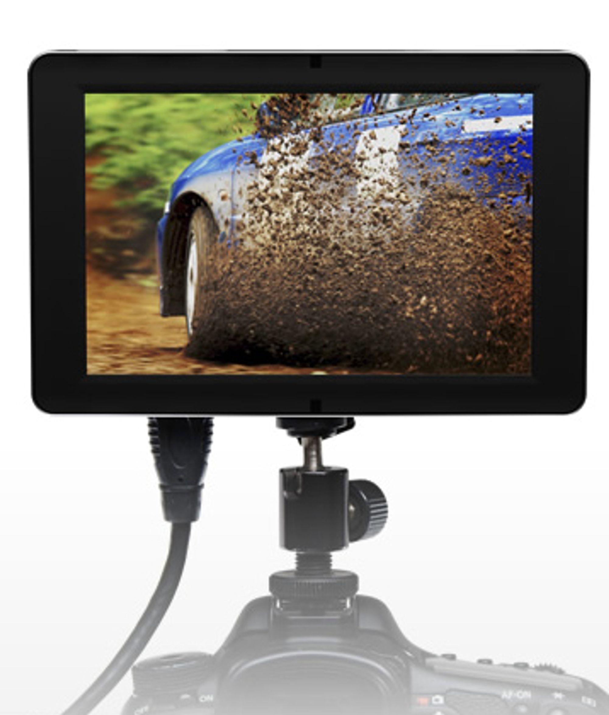 SmallHDs DP-SLR veier bare 283 gram, og kan festes i for eksempel blitzskoen på kameraet. Den har alle tilboklinger du trenger, og er bygget i aluminium. FOTO: SmallHD.com