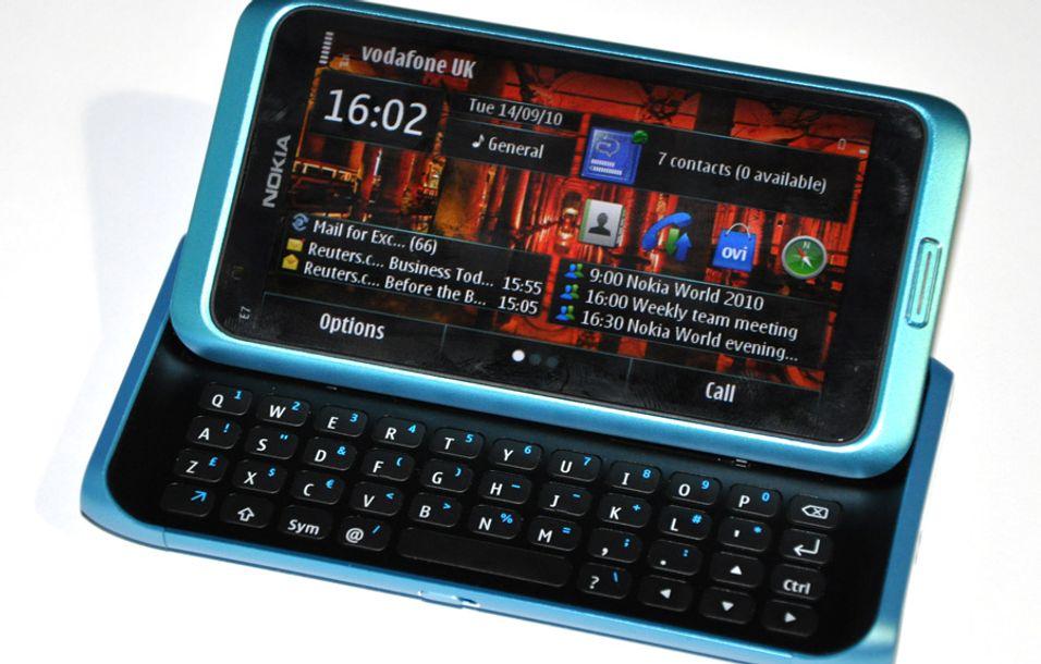 SNIKTITT: Nokia E7