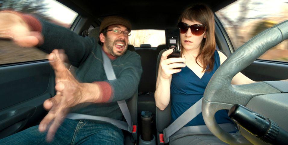 Tusentalls dør av SMS-bruk i bilen