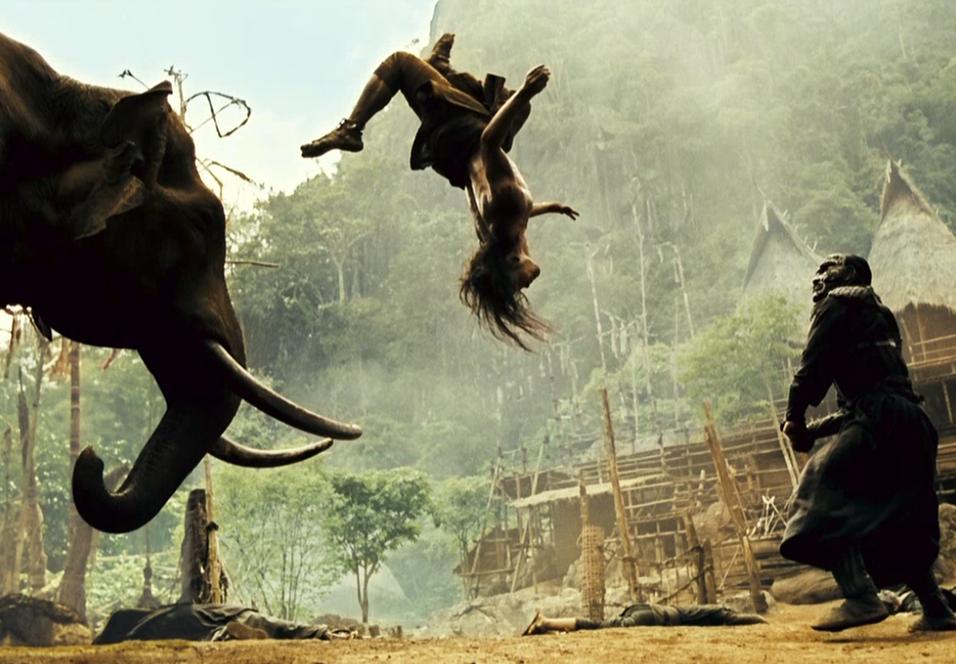 Tony Jaa utfører halsbrekkende stunts i Ong bak 2.