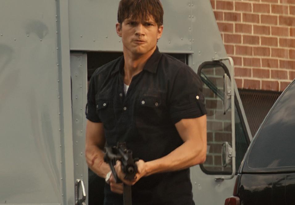 Kan man ta denne mannen seriøst? Ashton Kutcher i Killers.