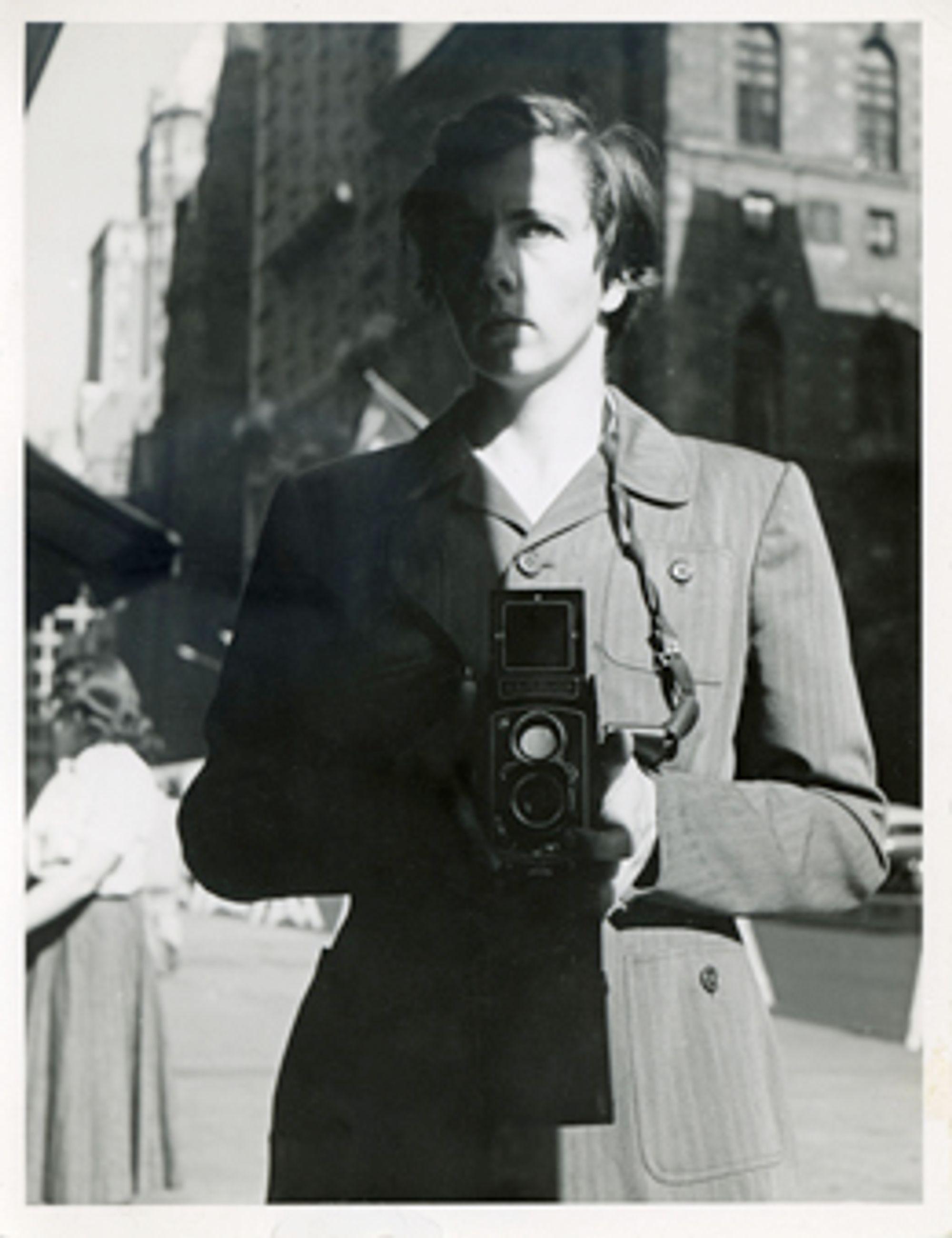 Selvportrett. Foto: Vivian Maier.