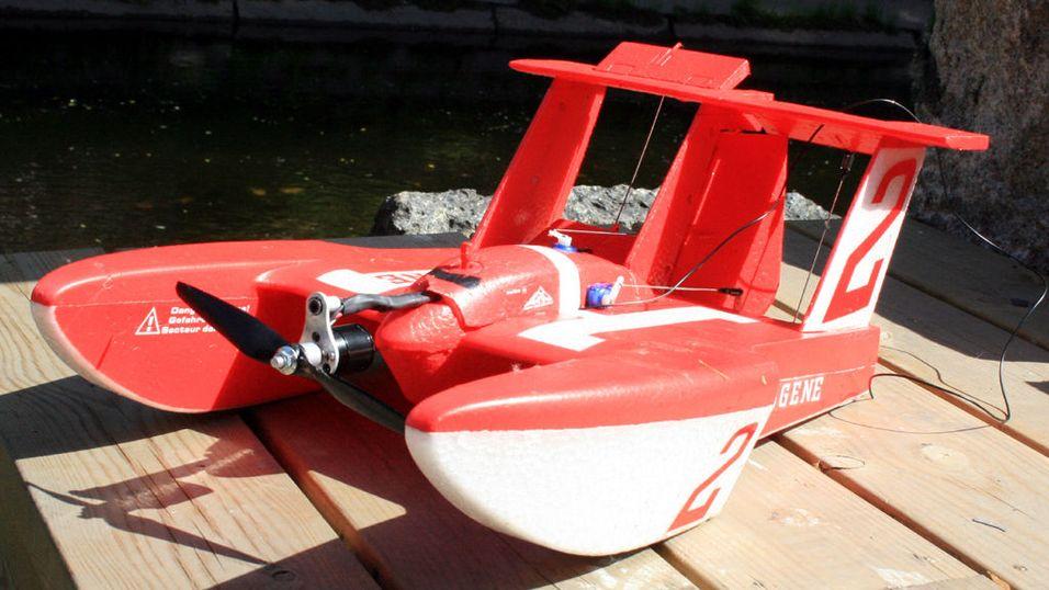 Er det et fly? Er det en båt?