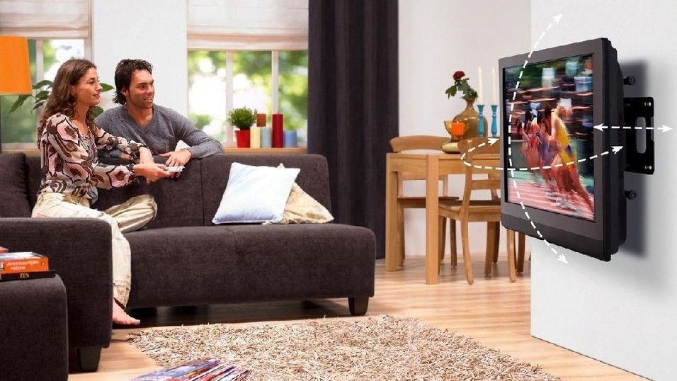 GUIDE: Slik henger du TV-en på veggen