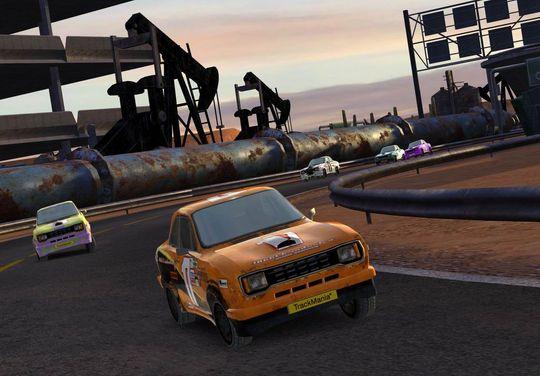 TrackMania fikk flere gratisoppdateringer som forbedret spillmotoren og utvidet miljøene..