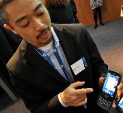 Produktsjef Mike Akamine i HPs WebOS-avdeling viste frem HP Pre 3 i februar i år.