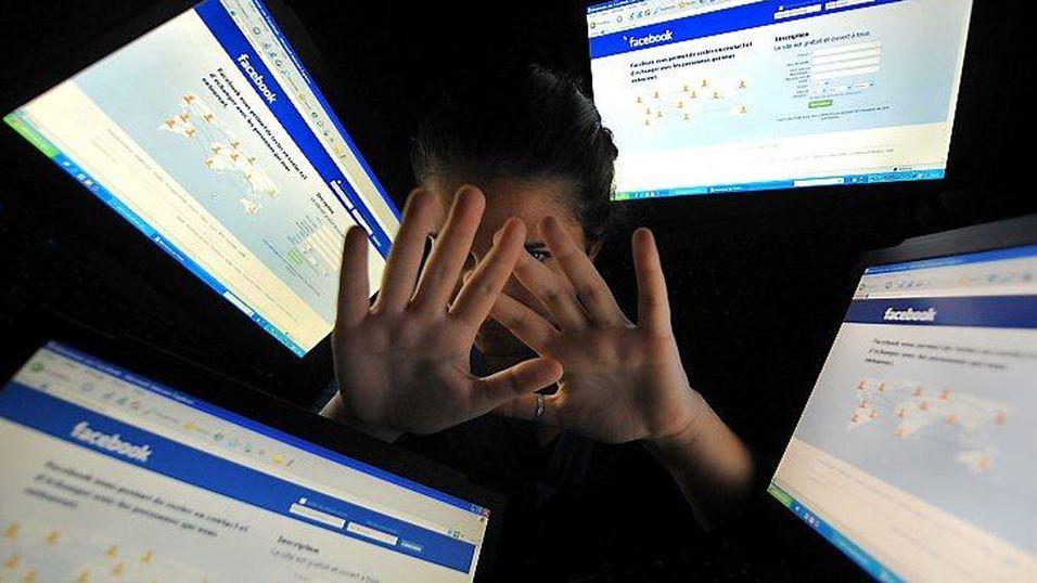 Finner sine ofre på Facebook