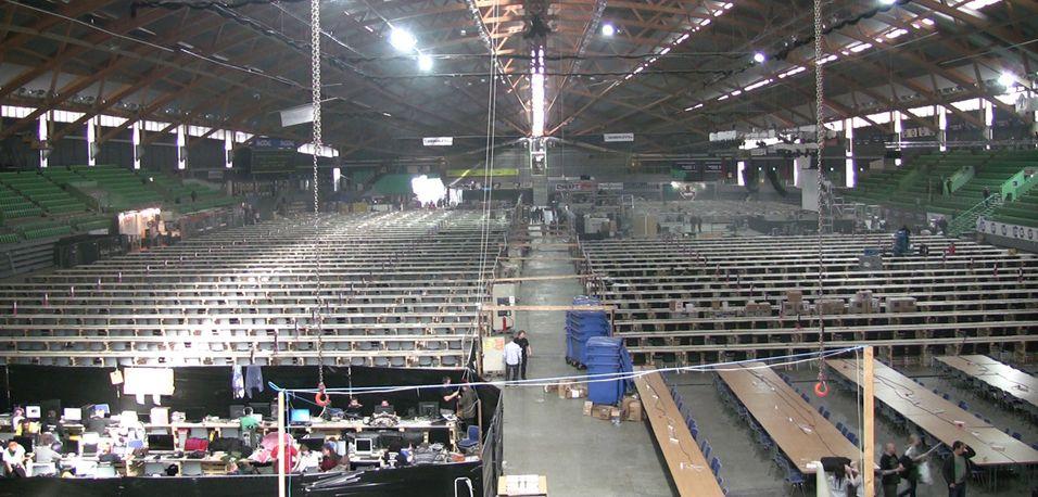 Status tirsdag ettermiddag, en hall som venter på storinnrykk. Bilde hentet fra The Gatherings videostrøm.