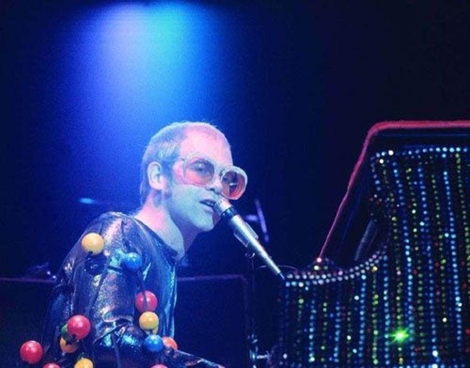 Elton John: - Steng internett!