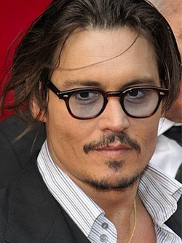 Storsjarmøren Johnny Depp har problemer med synet.