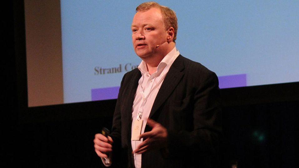 Den danske teleanalytikeren John Strand mener Apple fører kundene bak lyset.