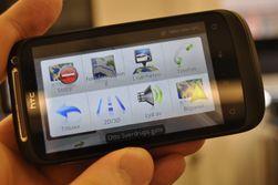 Som bilpanelet som starter HTC-navigasjonen er også navigasjonsbetjeningen av det brukervennlige slaget.