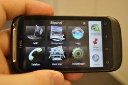 Bilpanelet er basert på det vi kjenner fra før på Android-telefoner. Det gjør telefonen enklere å betjene i frontruta.