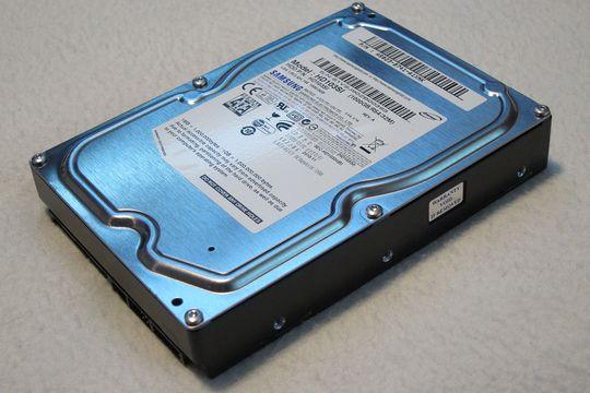 1 TB harddisk fra Samsung følger med.