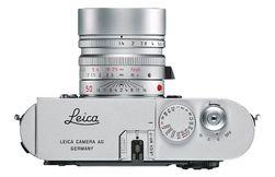 ..og Leica-logoen er flyttet til topp-platen