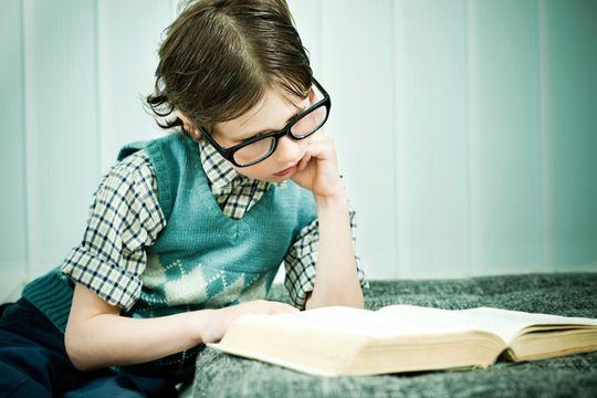 Gjør stadig mindre av dette: Økt nettbruk fører til mindre lesing. Ifølge svenske forskere er dette hovedgrunnen til de fallende leseferdighetene hos barn. Foto: Istockphotos