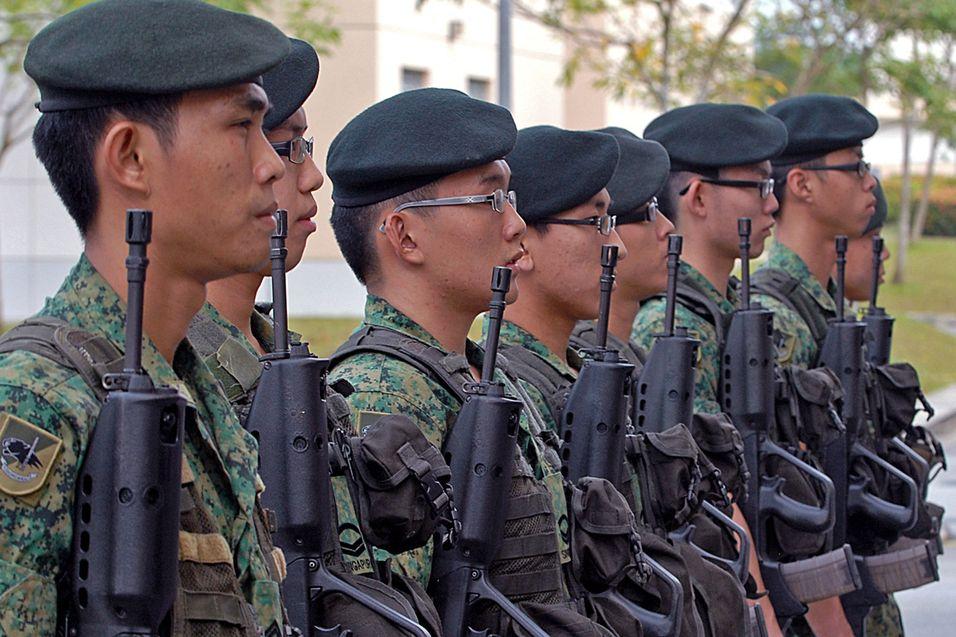 Gevær, granater og iPad for Singapores soldater