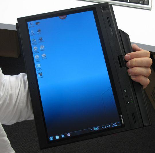 Det utstikkende batteriet gir også grep når datamaskinen brukes som tablet.