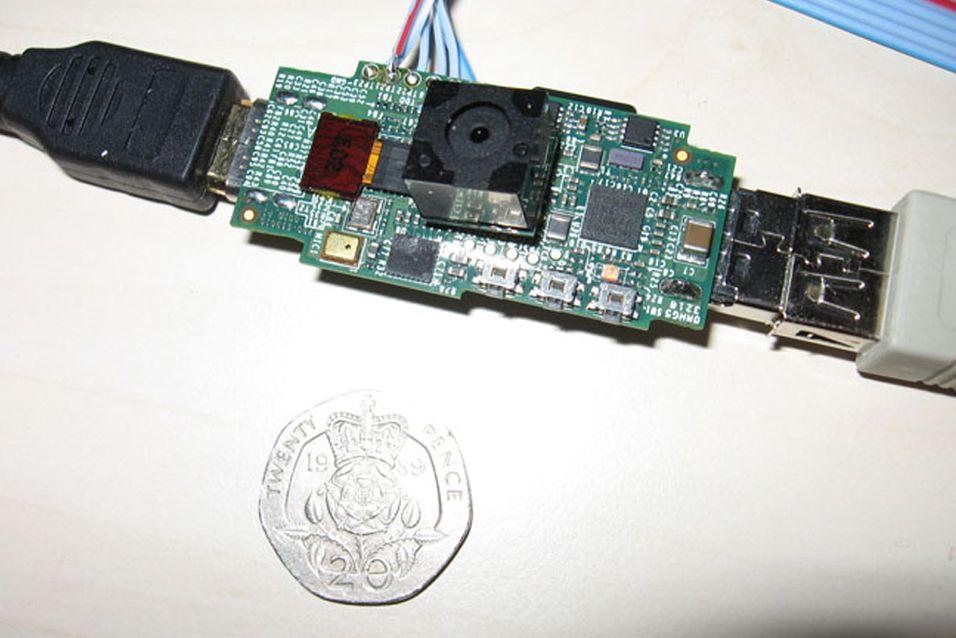 Prototype av Raspberry Pi med kameramodul på 12 megapiksler tilknyttet. Foto: Raspberry Pi Foundation