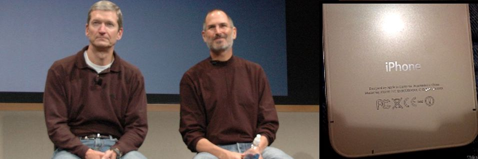 Her er Tim Cook avbildet sammen med Steve Jobs. Innfelt er et angivelig lekket bilde av hvordan den nye billigtelefonen fra Apple vil se ut som.